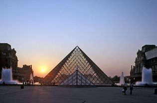 Louvre Pyramid (71 images)