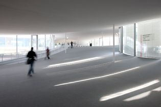 Rolex Learning Center / EPFL, SANAA (47 Bilder)